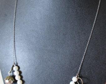 Hazelnut necklace/Collier noisette