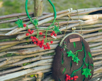 Brown Felted Cross body bag + guelder rose Necklace, Summertime ladies' accessorize, Wooden & berry cross-body bag for Her