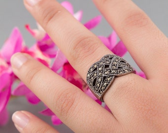 Classy 925 Silver and Marcasite Braided Ring