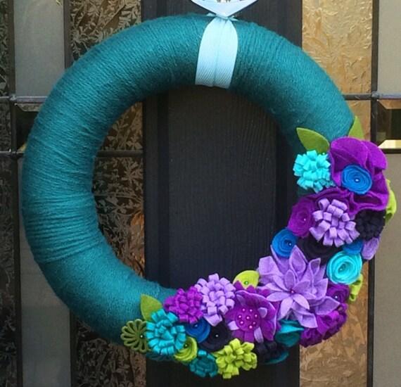 Large yarn wreath. Mixed Felt flowers. Felt Wreath. Front Door Decor. Door Hanging. Wall Hanging. Custom. Flower Wreath