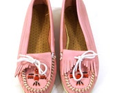 Minnetonka Moccasins / Vintage 1980s Beaded & Fringed Loafers / Pink Leather / Women's size 6.5 or 7
