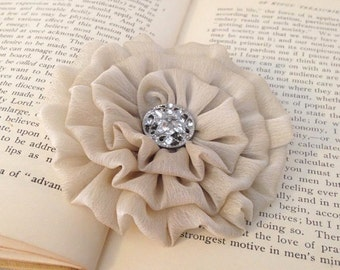 Champagne Flower Hair Clip.Chiffon Flower.Light Tan.Pin.Champagne Flower Brooch.Bridal headpiece.Wedding Accessory.Champagne hair piece.Tan