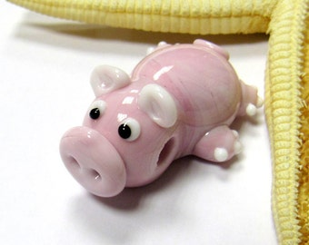 SMAUGGS handmade little pig (1p, 33mm x 24mm x 17mm), glass, pink, hole 4mm