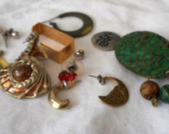 Lot VINTAGE Scrap Assemplage Destash Earring Costume JEWELRY