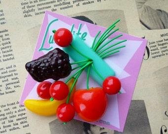 Fruity fruit salad! Handmade 40s 50s minty bakelite fakelire style novelty fruit salad brooch by Luxulite
