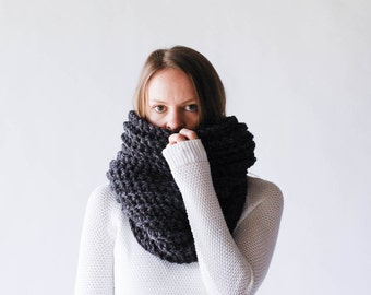 Chunky Textured Ribbed Cowl Scarf Thermal / THE NOORVIK / Charcoal Grey