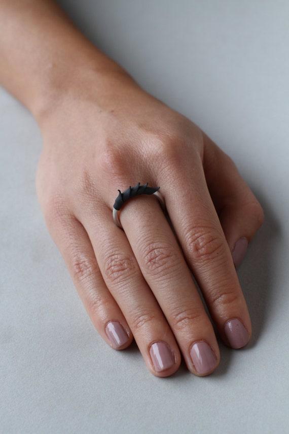 Black Short Spike Plume Ring