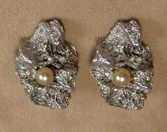 Pennino Clam & Pearl Earrings Vintage Rhinestone