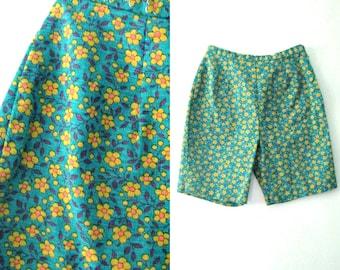 Vintage 60s flowered shorts / Flower print Twiggy Mod Hippie shorts