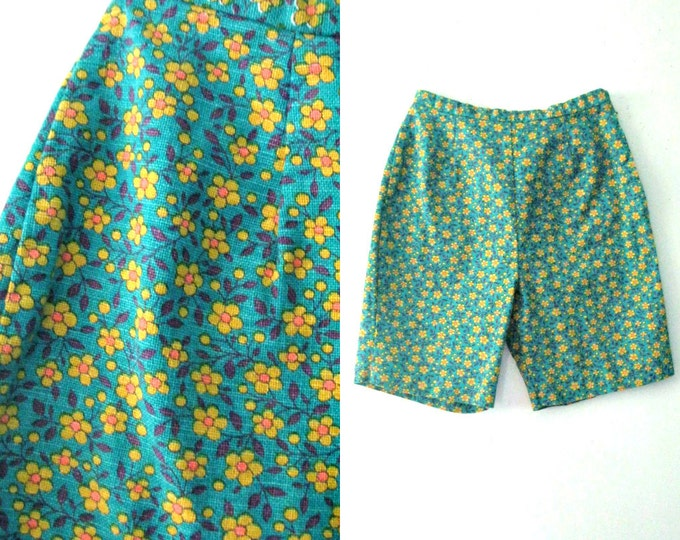 Vintage 60s flowered shorts / Flower print Twiggy Mod Hippie shorts
