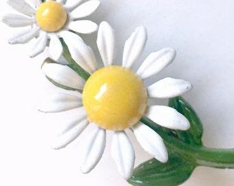 Daisy Pin, Vintage Enamel Daisy Brooch Pin, White Yellow Daisy Flower Pin, Enamel Flower Pin, Retro Daisy Pin, White Daisy Scatter Pin