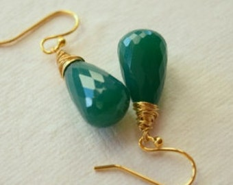 Green Onyx Faceted Briolette and Gold Earrings