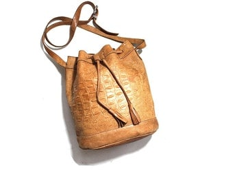 Vintage Leather Bucket Bag / Embossed Drawstring Purse / Tan Leather Shoulder Bag