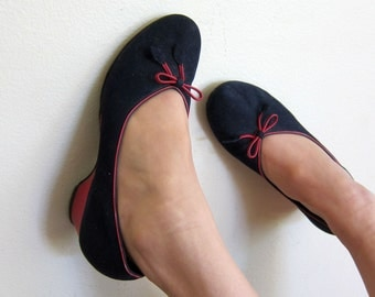 Vintage 1950s Pumps in Navy Blue and Red / 50s Wedge Heel Shoes / 6 1/2