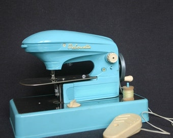 My perfect little vintage sewing machine