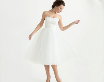 White strapless corset wedding dress with tulle skirt // knee-length wedding dress // Anja Dress