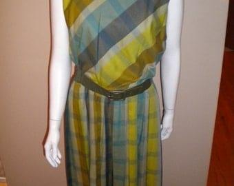 Vintage 1960s Plaid 100% Cotton preppy mod dress Size medium Cute!