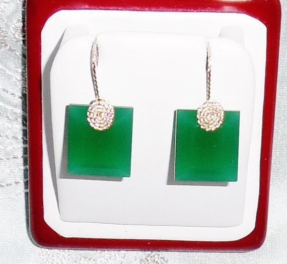 39cts China Green Jade gemstones, 14kt yellow gold Pierced Earrings