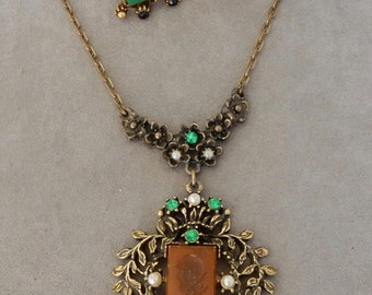 Selro Selini Carved Cameo Stone Necklace & Earrings Set