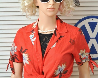 Vintage Womens 70s 80s Tropical Hawaiian Print Blouse/Shirt Top/Short Tie Sleeves/Red Lilies/Theatre Costume/Medium Cotton Luau Button Front
