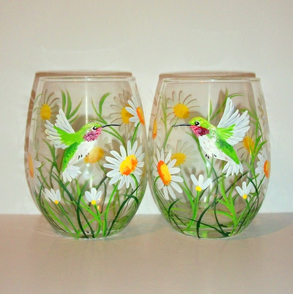 Hummingbirds and daisies hand painted stemless wine glasses for Painted stemless wine glasses