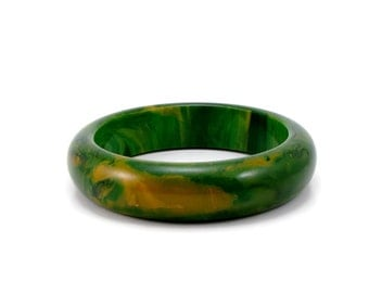 Green Marble Bakelite Bangle, Vintage Jewelry, Green Bracelet, Creamed Spinach, Green and Yellow Swirl, Estate Jewelry, Bangle, Bracelet