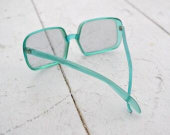 1970s Green Foster Grant Sunglasses