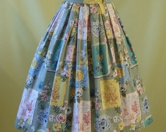 1950s Skirt / 50s Spring Summer Full Skirt / Novelty Music Cover and Floral Print / Daffodils / Butterflies / Cotton / S Small