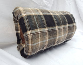 Black and beige plaid man's muff