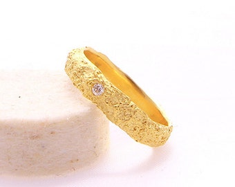 Certified Fairmined Gold 18k Engagment Ring with Traceable Diamond from Australia-Contemporary Promise Ring-Wedding Textured Gold-Fair Love