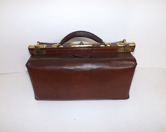 Antique 1900s brown leather large doctors bag gladstone mary poppins handbag brass fastener and fittings