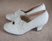 Vintage 1930s 1940s style 60s white leather court shoes / pumps by Carol Brent UK 4 wide US 5 1/2 E
