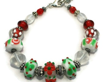 Red and Green Holiday Lampwork Bead Bracelet, Christmas Bracelet, Holiday Jewelry, Beaded Bracelet, Festive Jewelry, Party Jewelry