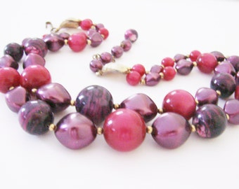 Vintage Lucite Bead Necklace / Cranberry Red / Variegated Purple / Deep Lavender / Jewelry / Jewellery