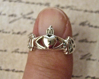 Beautiful Vintage 925 Sterling Silver Claddagh Ring