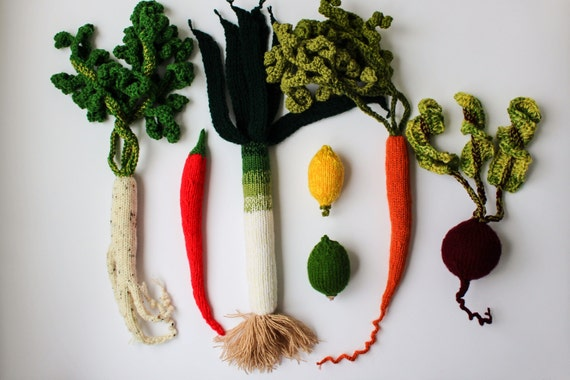 Pretend play vegetables - Waldorf soft toy - educational gift - knitted play food beetroot carrot leek lemon chili plushie - Play kitchen