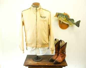 1980s Union Pacific Railroad Members Only Style Cafe Racer Jacket Mens Vintage Tan Brown Pla-Jac Jacket by Dunbrooke - Size 44-46 LARGE
