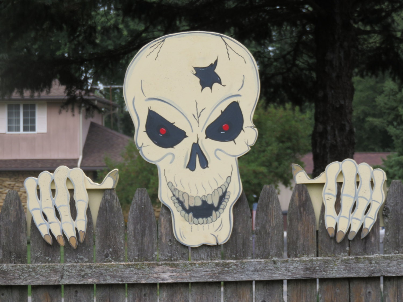 Halloween skull decorations - Halloween Large Scary Wood Outdoor Skull Yard Art Decoration