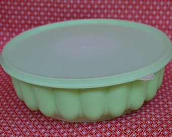 Vintage Tupperware Jello / Juice Mold in Lime Green 1202