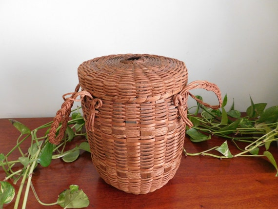 Woven Yarn Basket : Antique lidded yarn basket with handles and fastener hole