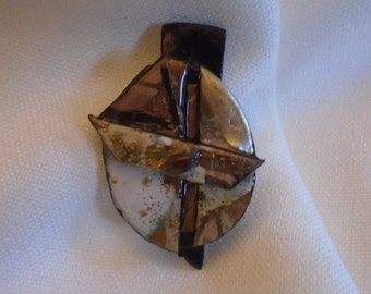 Brooch made of paper (03)