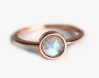 Moonstone Ring, Rainbow Moonstone Ring, Gold Moonstone Ring, Solitaire Moonstone Ring, Rose Gold Moonstone Ring