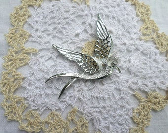 Vintage Sarah Coventry Signed Silver Bird Pin / Silver Toned Vintage Swallow Brooch / Bird In Flight / Beautiful Bird Lovers Pin