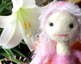 Lily fairy - Needle felted wool doll - Natural and ecofriendly