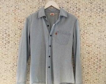 Levi's Chambray Button Up Shirt