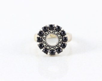 Sterling Silver Onyx and Marcasite Band Ring Size 8