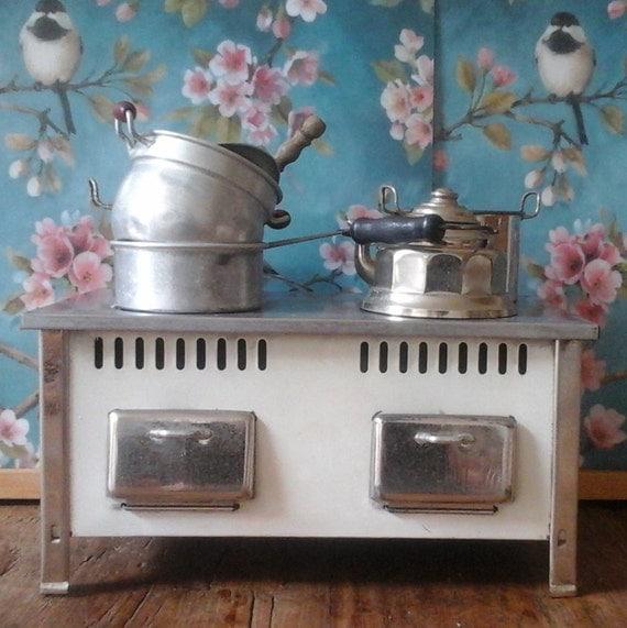 French Kitchen Stove: Dollhouse Antique Kitchen Stove..4 Pans Aluminium & 1