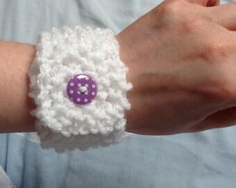 White Knit Bracelet, White Knit Cuff, Button Bracelet, White Yarn Bracelet, Yarn Bracelet Cuff, White Wool Bracelet, Yarn Jewellery