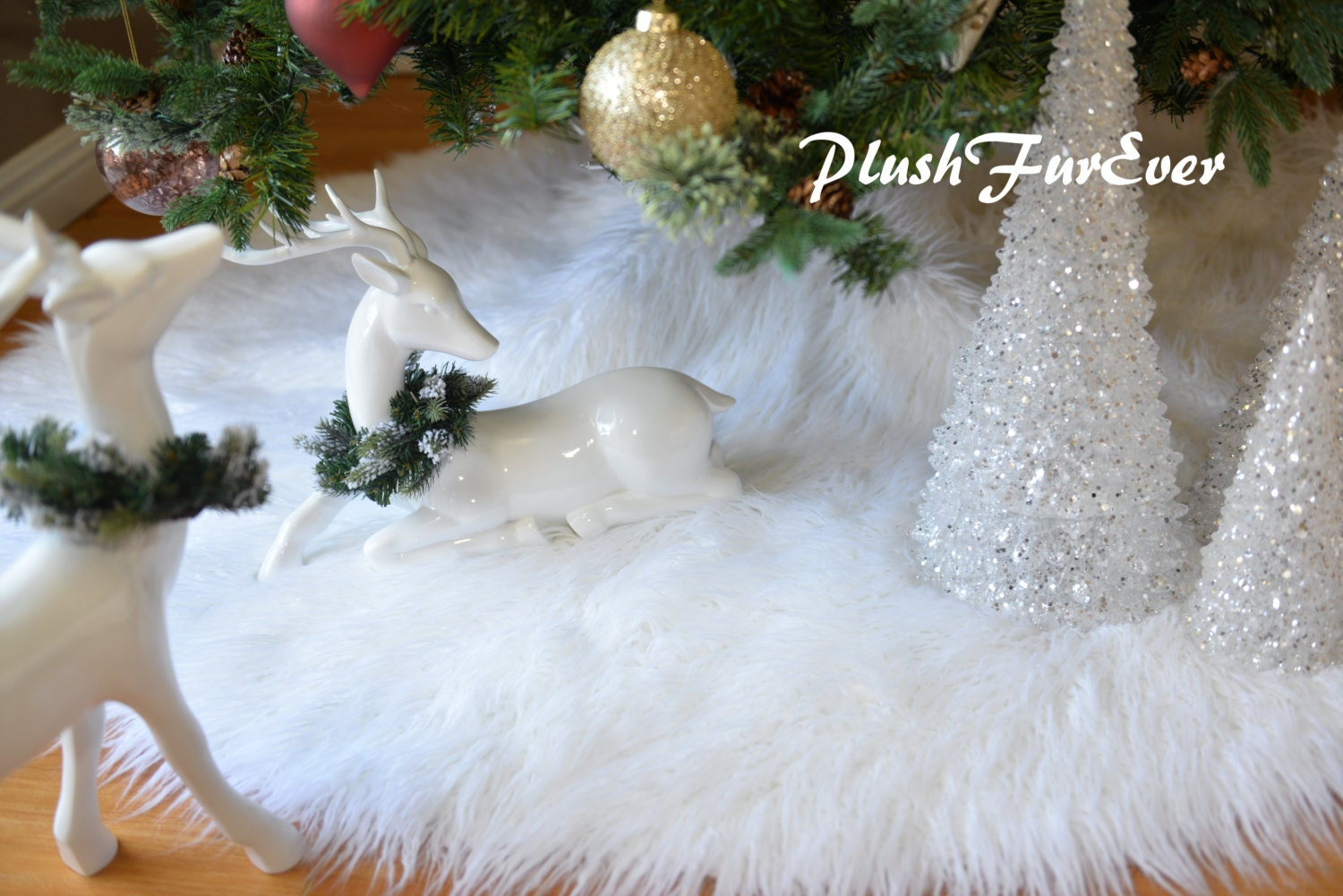 White Mongolian Faux Fur Tree Skirt in Picture Assort Colors