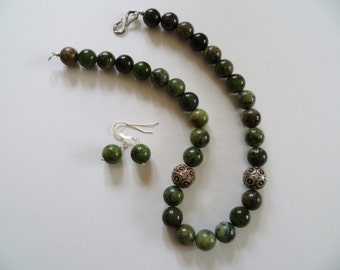 Green Focal Bead Choker Necklace and Earrings